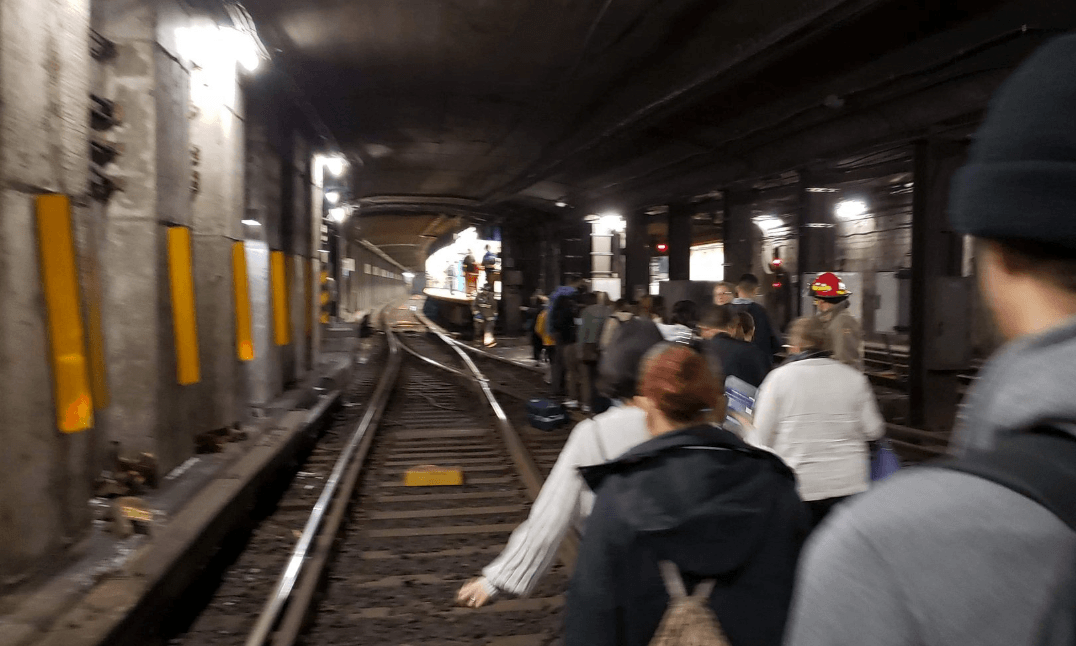 Subway evacuated as potential electrical issue suspends TTC service on portion of Line 1