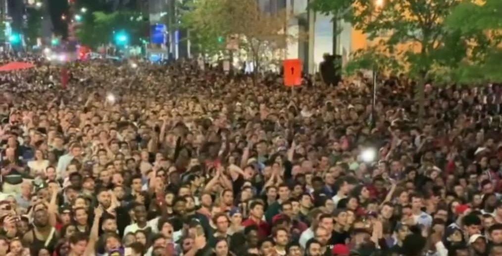 Fans packed Peel Street to cheer on the Raptors last night (PHOTOS)