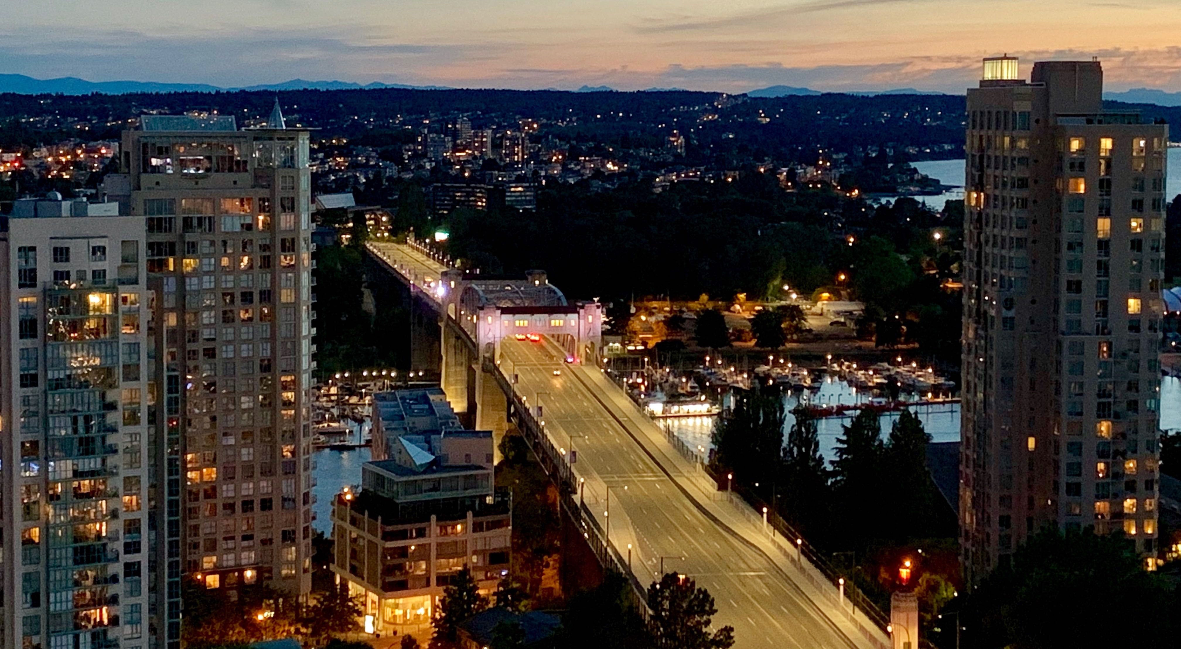 UPDATED: Burrard Bridge shut down in both directions due to police incident