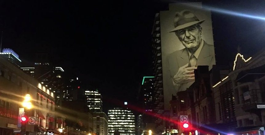 Check out what the newly-lit Leonard Cohen mural looks like (PHOTOS)
