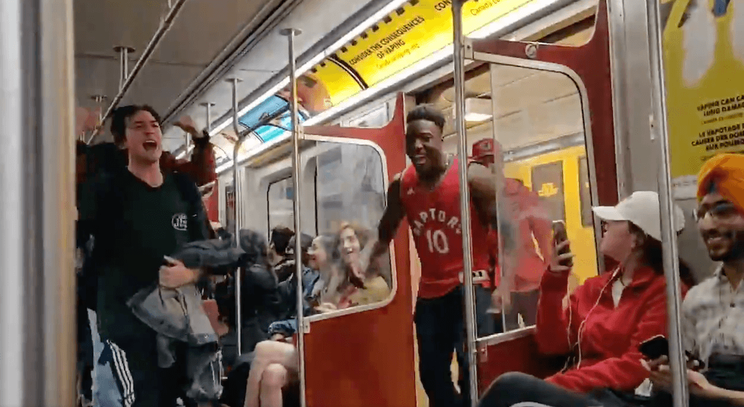 There were mini-parties at subway stations across Toronto after Raptors' epic win (VIDEOS)