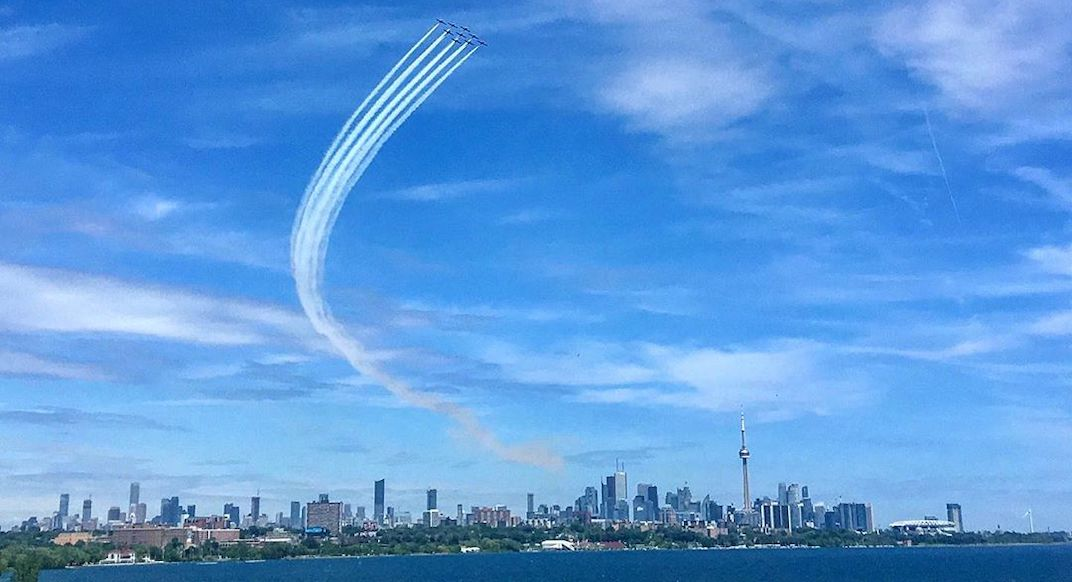 Snowbirds soared over Toronto during the Raptors parade (VIDEOS)