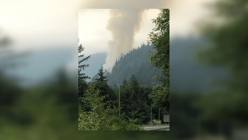 Wildfire closes part of Sea to Sky Highway near Horseshoe Bay (VIDEO/PHOTOS)