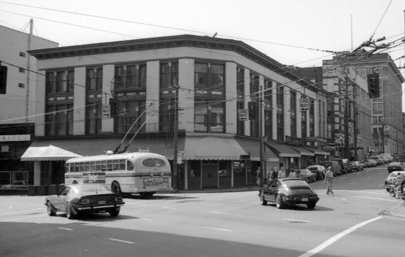 The building shortly before it changed from the Carlton to the Cambie, 1981. City of Vancouver Archives #779-E16.32.