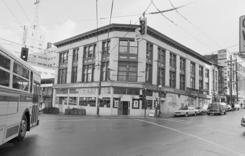 The Cambie Hotel ca. 1985. City of Vancouver Archives #790-2433.