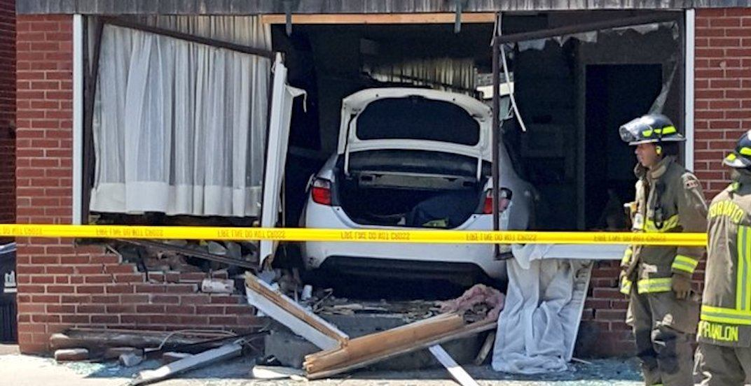 2 men in police custody after crashing vehicle into home in Etobicoke