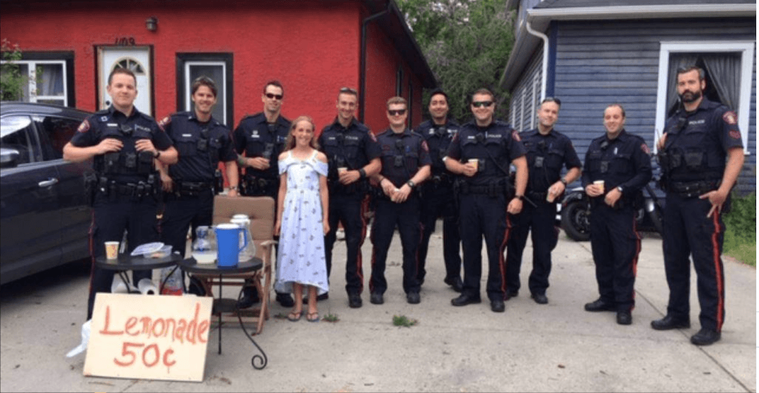 Police flock to 12-year-old girl's lemonade stand after it was robbed