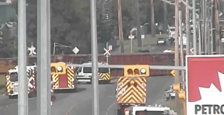 Emergency crews respond to 14-car train derailment in SE Calgary on Tuesday