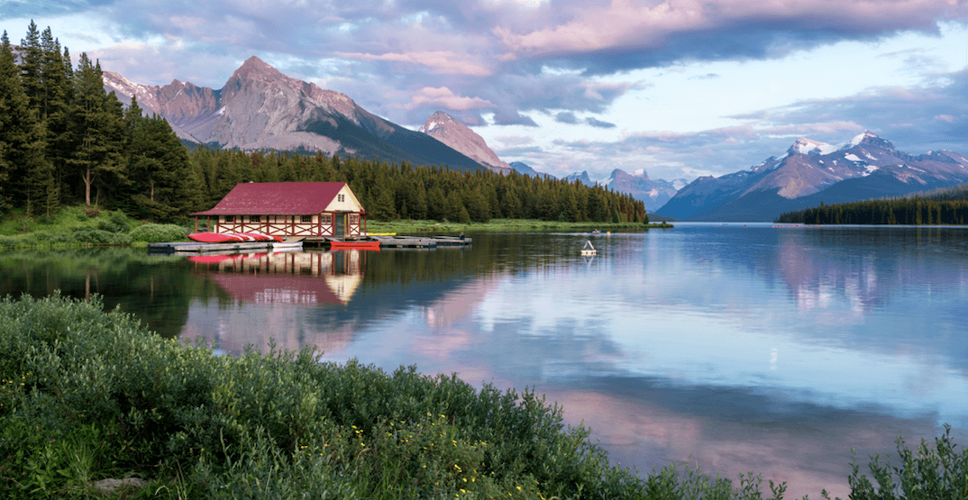 Awesome Alberta: Feast your eyes on the beauty of Maligne Lake (PHOTOS)
