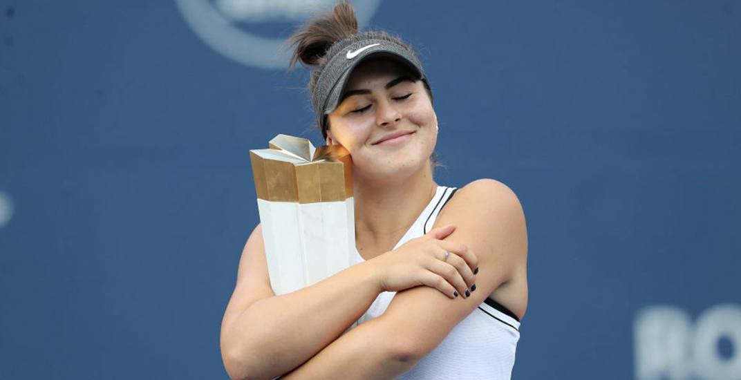 Bianca Andreescu consoles Serena Williams as she wins Rogers Cup
