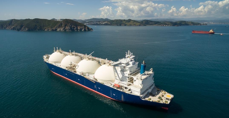LNG-tanker at anchor / Shutterstock