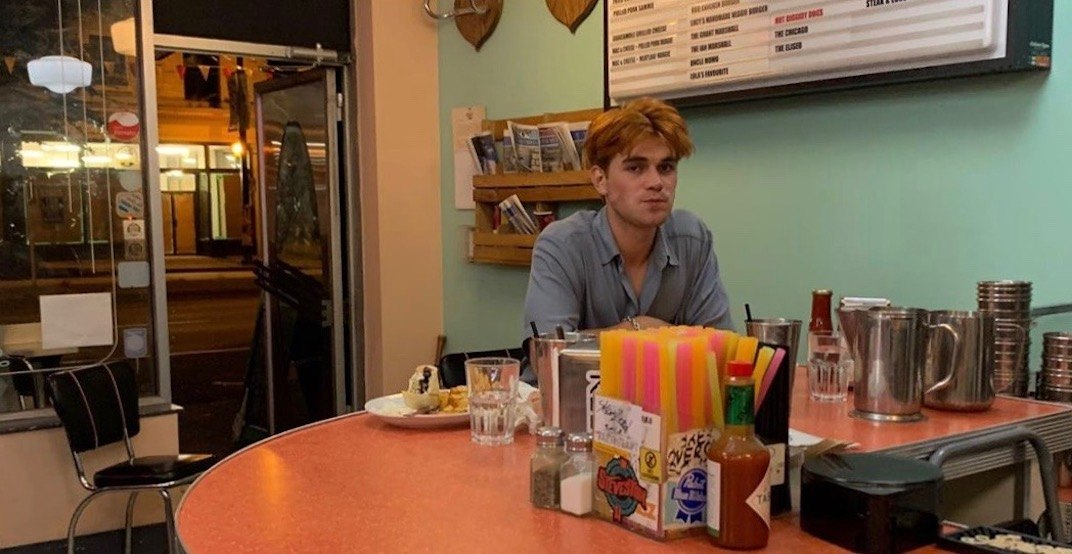 Riverdale star KJ Apa was just spotted at Lucy's Diner (PHOTO)