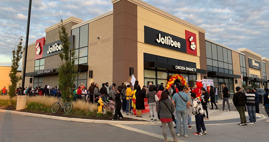 The lines outside Toronto's newest Jollibee location are RIDICULOUS (PHOTOS)