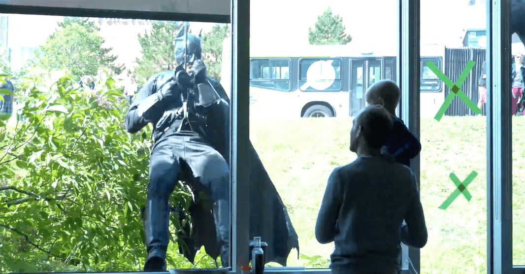 Quebec City police officers dress as superheroes to visit hospital-confined children (VIDEO)