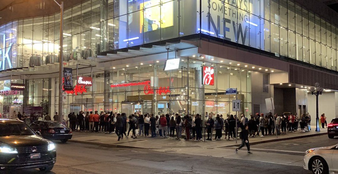 Chick-fil-A still drawing ridiculous line-ups in Toronto