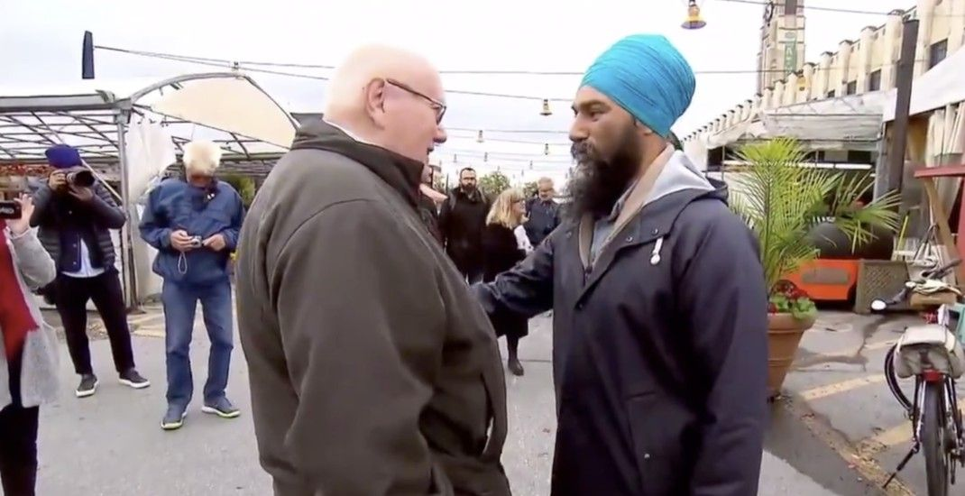 """NDP Leader Jagmeet Singh told to """"cut off"""" turban during campaign stop (VIDEO)"""