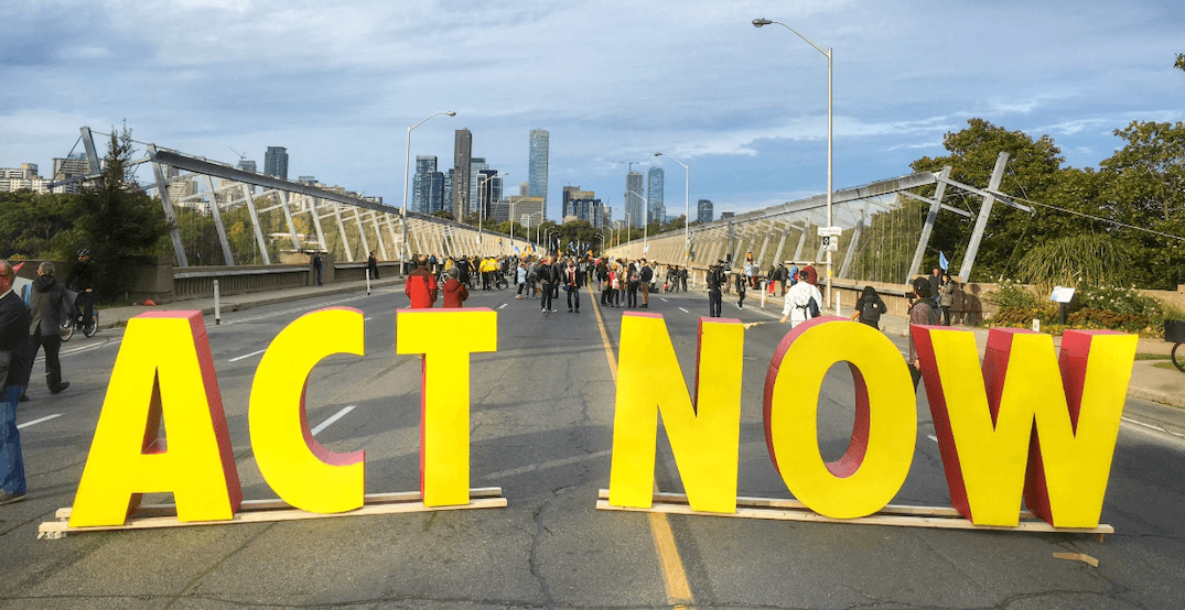 Climate activists shut down Bloor Street Viaduct during morning rush hour (PHOTOS)