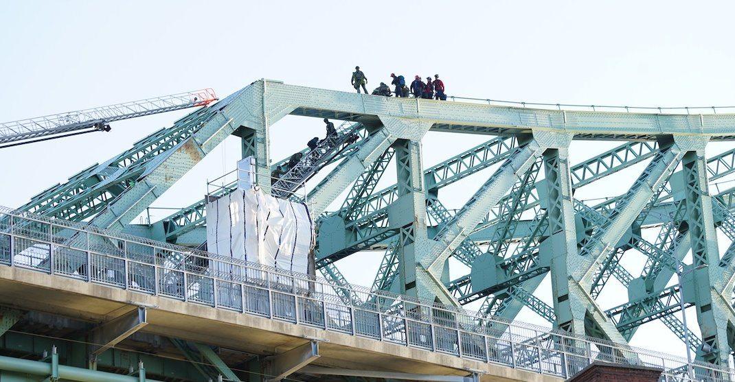 Climate activists shut down Jacques Cartier Bridge during morning rush hour (PHOTOS)