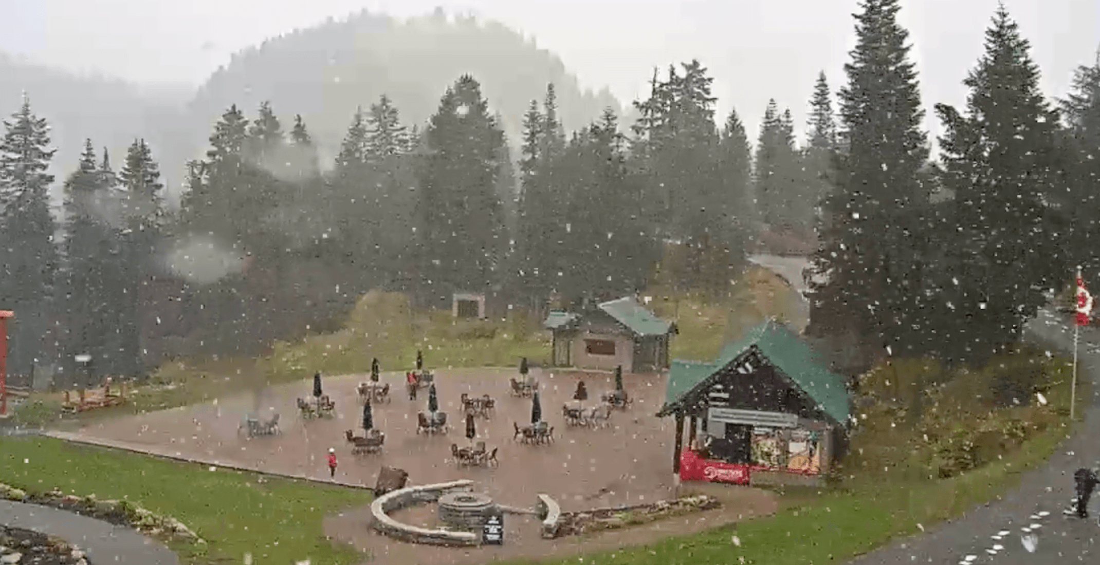 Grouse Mountain got its first dusting of snow today (VIDEOS)