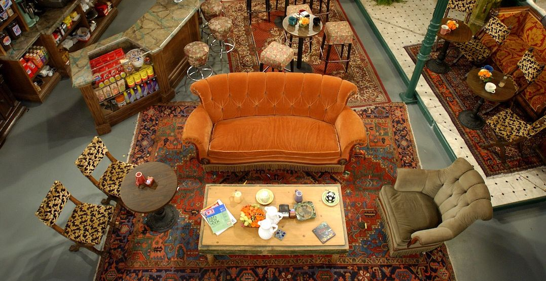 "Iconic ""Friends couch"" is going to be in Niagara Falls this weekend"