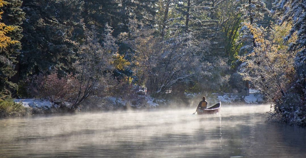 These people canoeing in a snowy Calgary are peak Canada (PHOTOS)