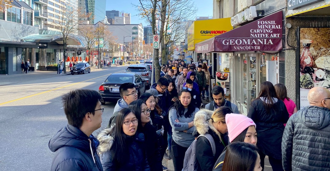 New Taiwanese bubble tea spot draws HUGE lines opening day (PHOTOS)