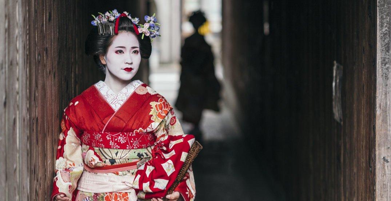 Kyoto bans photos of geisha amidst poor tourist behaviour
