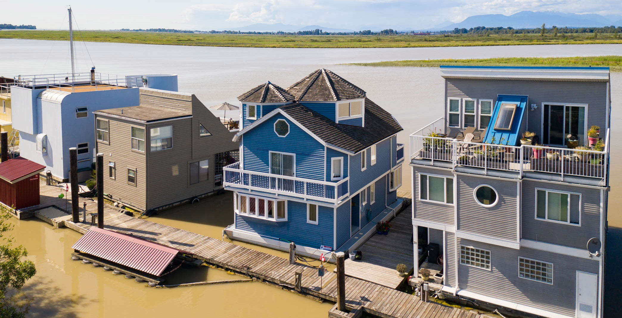 You can buy this floating home for the price of a one-bedroom condo in Vancouver (VIDEO)