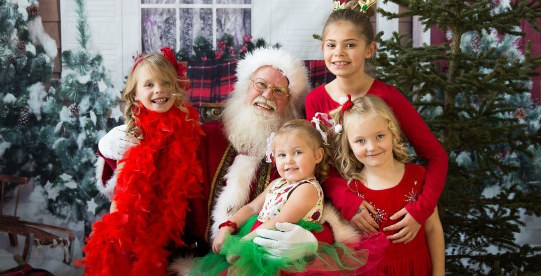 These next-level photos with Santa are the perfect holiday gift