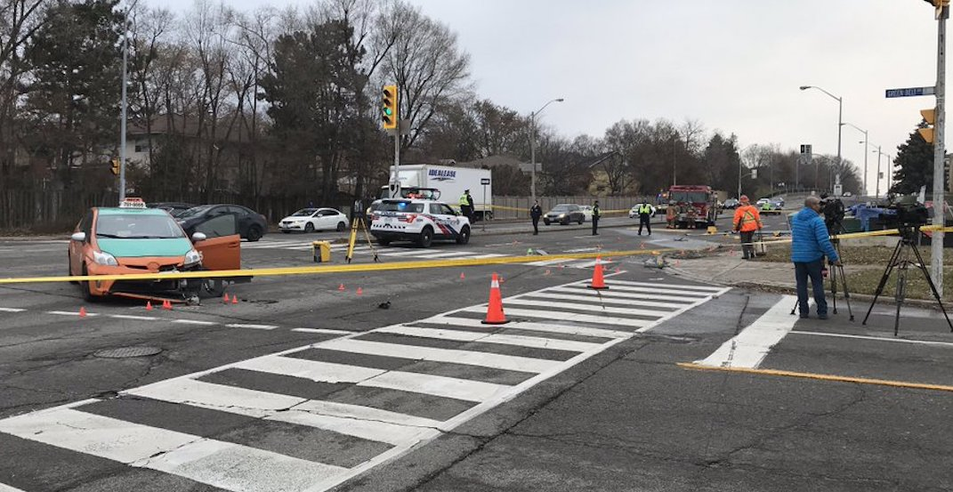 Woman dead after 2-vehicle collision in North York