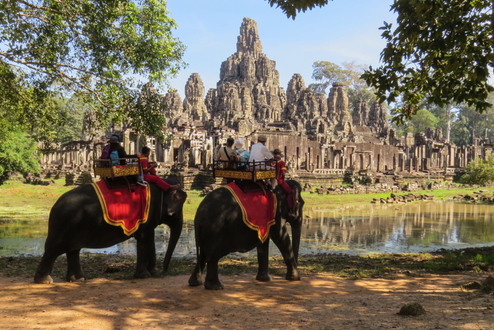 elephants-ride-angkor
