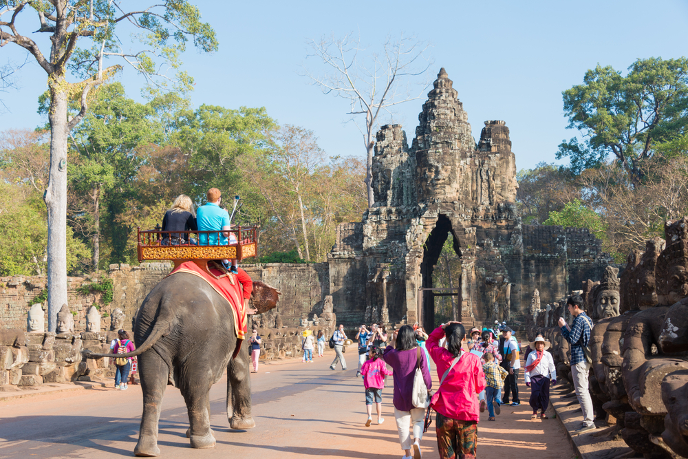 elephant-tourists-angkor-thom