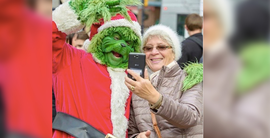 Crowds flock to downtown Vancouver for the Santa Claus Parade (PHOTOS)