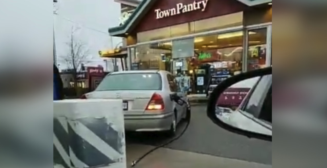Driver takes off with gas hose still attached to car in Richmond (VIDEO)