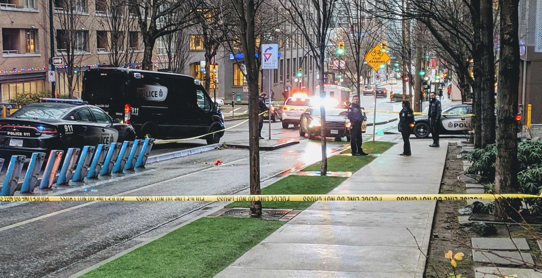 Knife-wielding man arrested in Yaletown on Wednesday morning: police