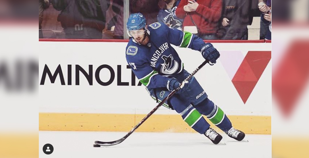Canucks' Josh Leivo out 2-3 months with fractured kneecap
