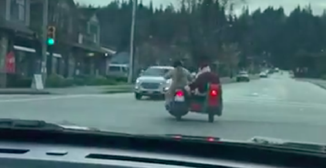 Santa stopped by police for not properly signalling at Metro Vancouver intersection (VIDEO)