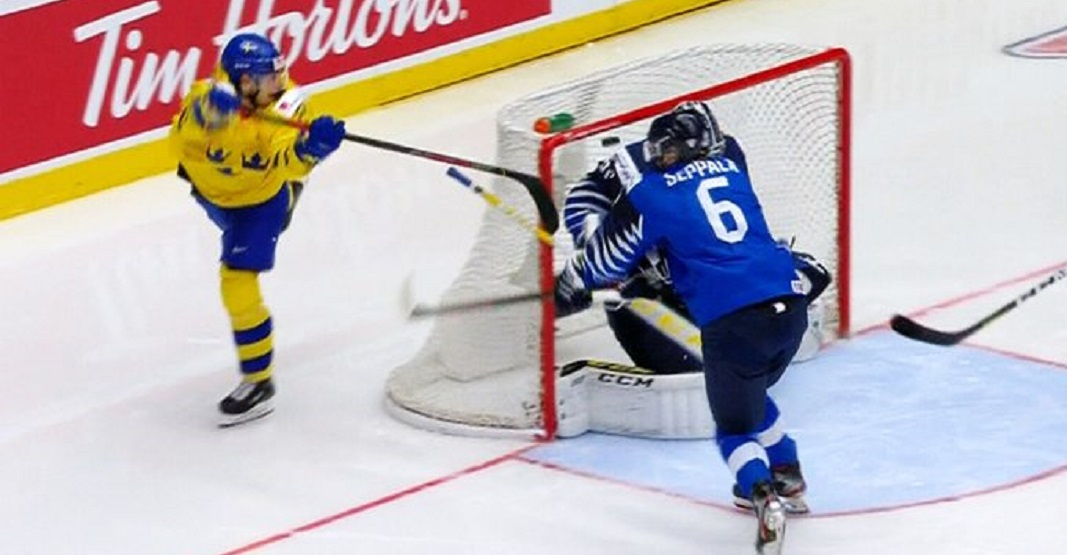 Canucks prospect Hoglander scores unreal lacrosse-style goal at World Juniors (VIDEO)