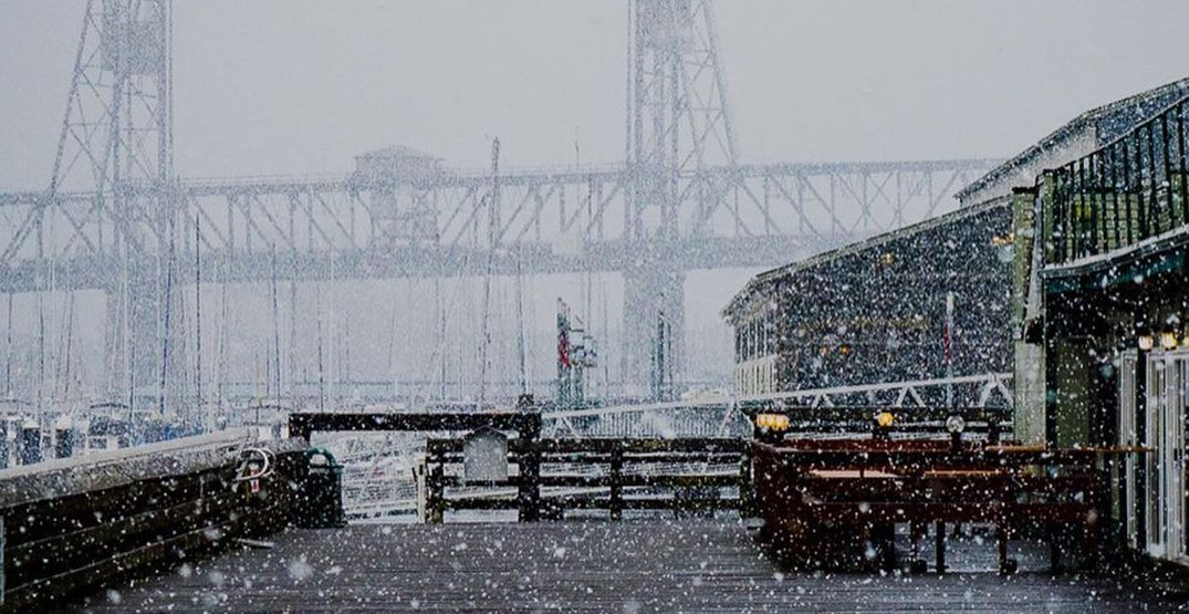 It's currently snowing in Tacoma (PHOTOS)