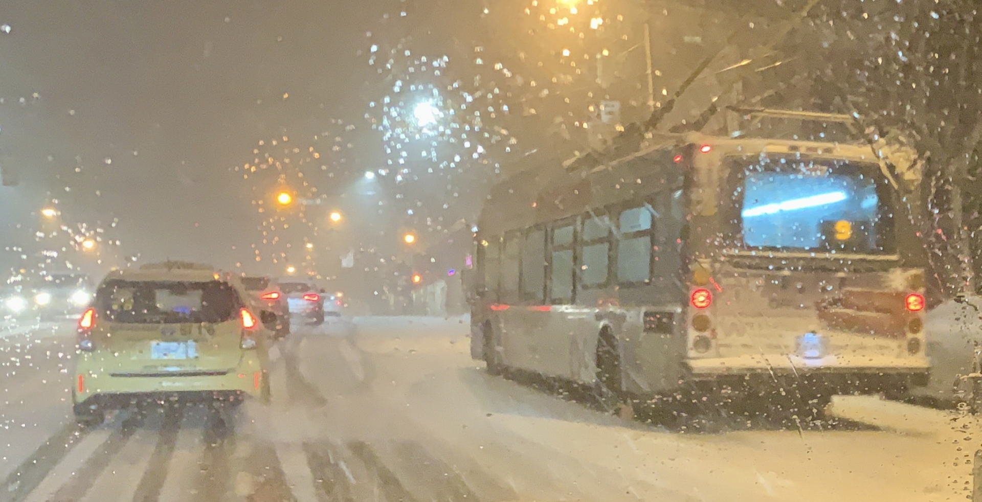 Metro Vancouver drivers advised to stay off roads due to snowy conditions