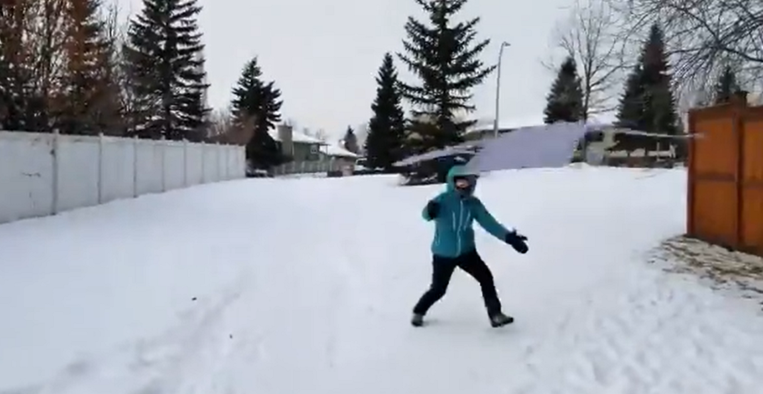 It's so cold in Calgary that a shirt can be used as a frisbee (VIDEO)
