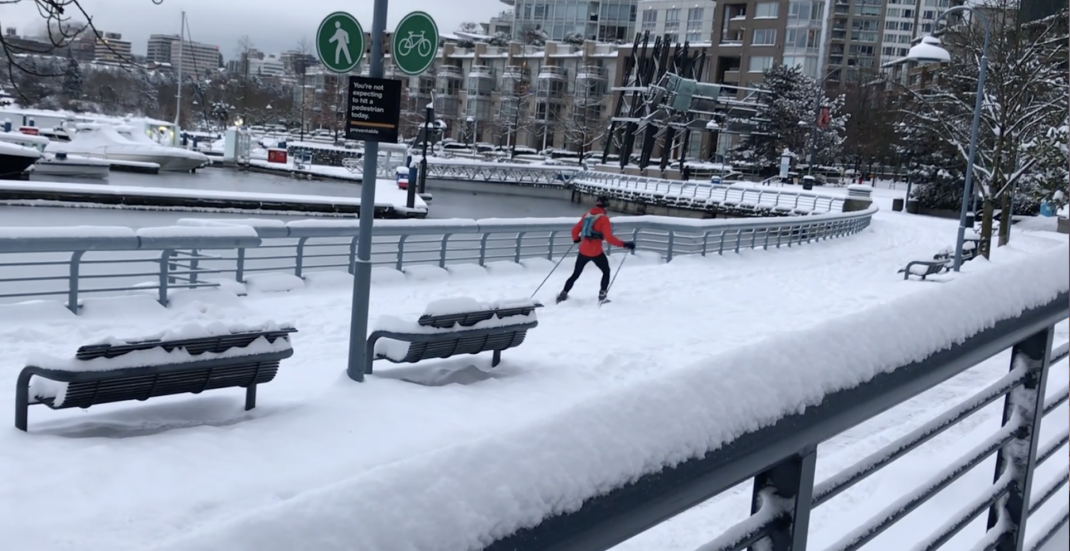 People are skiing to get around Vancouver today (VIDEOS)