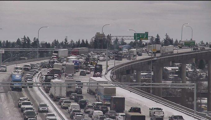 """Metro Vancouver bridges facing """"heavy delays,"""" closures due to snow"""