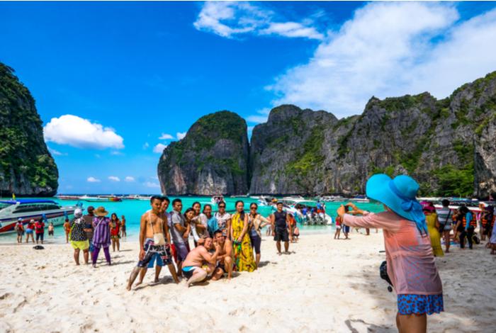 tourists-maya-bay-beach-thailand