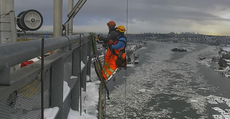 BC government shares stunning view of ice flows under Port Mann Bridge (PHOTO)