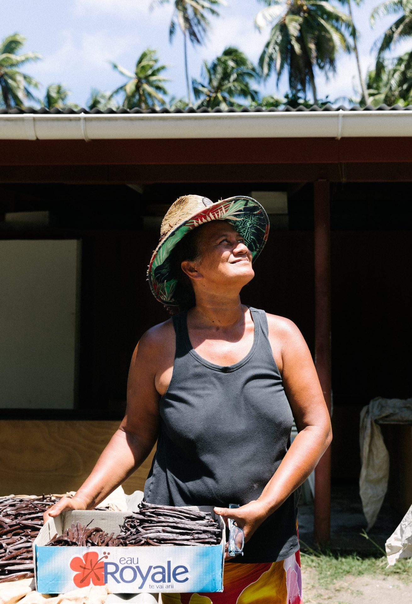 tahiti-islands-woman-travel