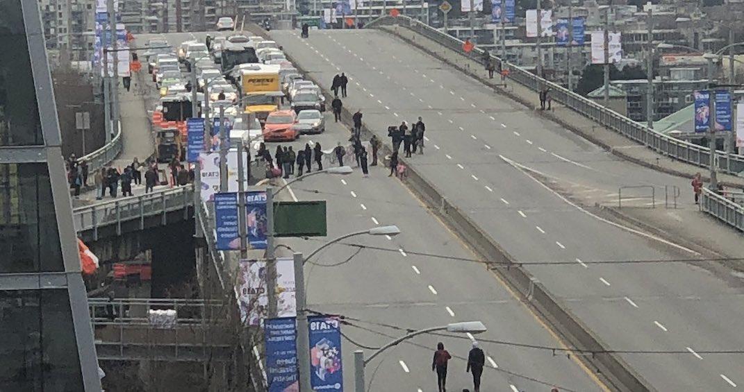 Wet'suwet'en demonstrations shut down Granville Street Bridge