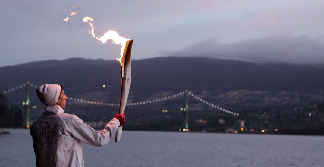 vancouver 2010 olympic torch relay lions gate bridge