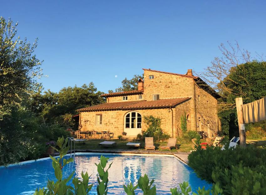 villa-near-florence-tuscany-italy