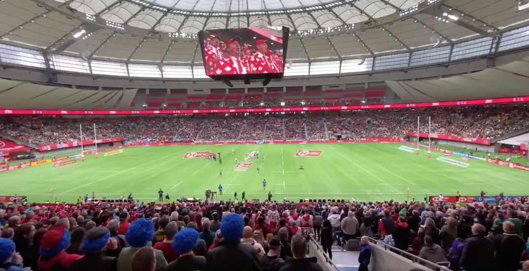 Fans sing impromptu rendition of O Canada at rugby sevens in Vancouver (VIDEO)